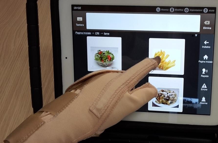 immagine del guantino flexa utilizzato con Avaz